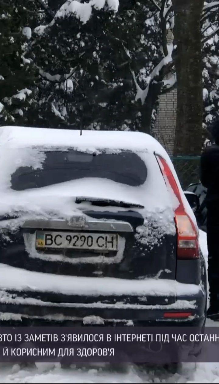 Новини України: у Львові заробляють гроші відкопуванням авто з-під снігу