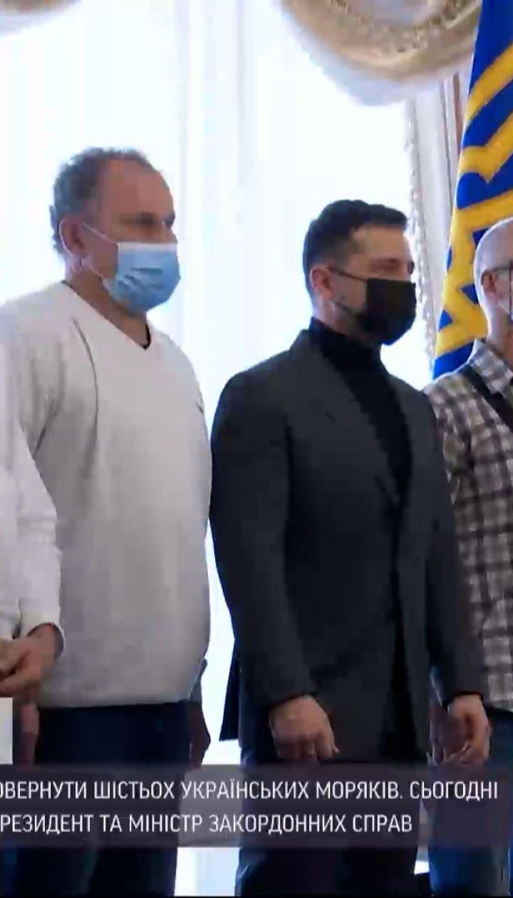 Новини України: до Борисполя прибули моряки, які півтора місяці були у полоні нігерійських піратів