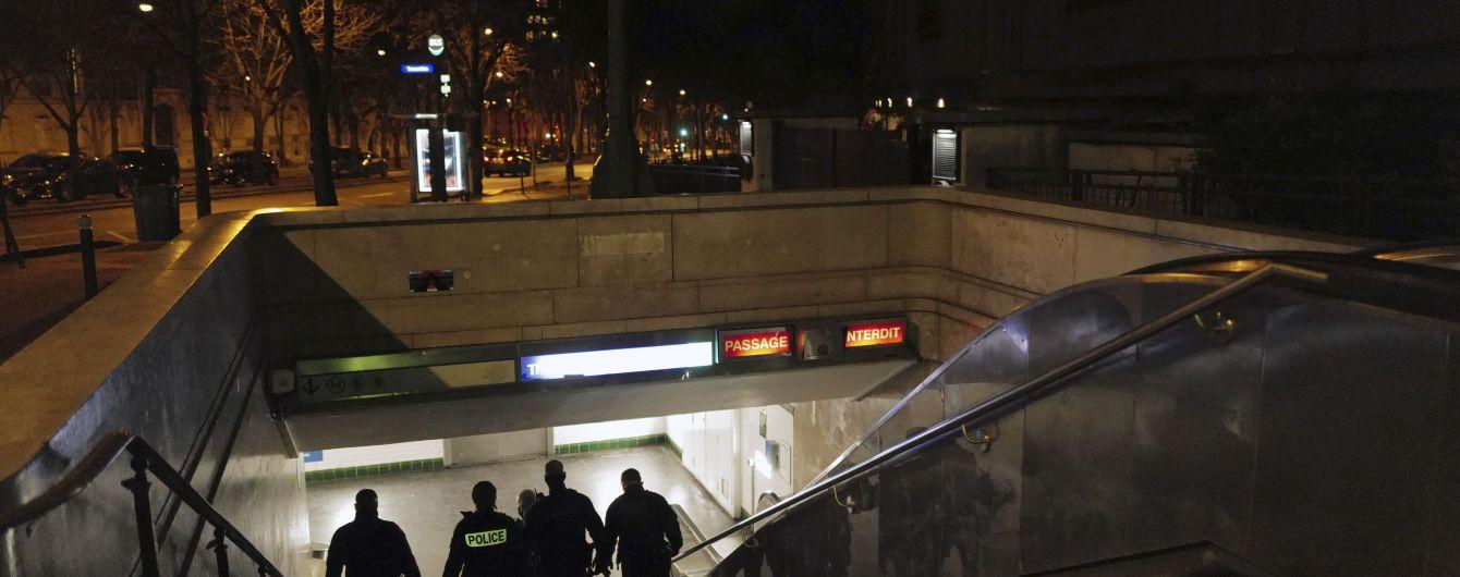 У метро Нью-Йорка на людей нападає невідомий з ножем: є загиблі і поранені