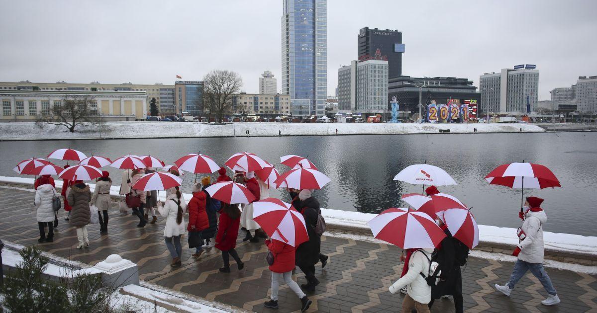 В Беларуси состоялись дворовые марши, танцевальные валентинки протеста и прогулки