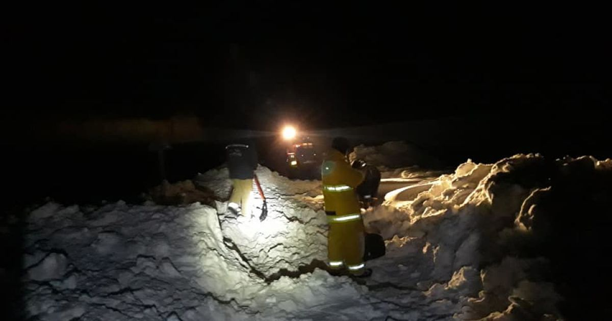 Снежные сугробы выше двух метров и жертвы морозов: как непогода испытывает запад Украины