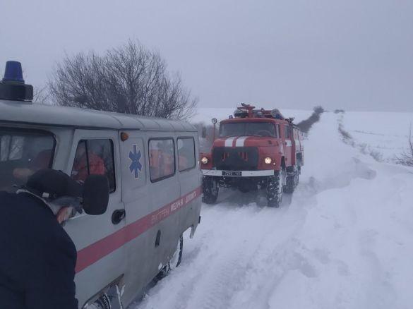 На Львівщині доправили хвору жінку до лікарні на пожежній машині
