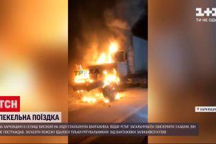 Новини України: у Харківській області вантажівка вигоріла вщент просто на дорозі