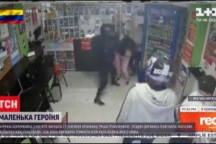 Новини світу: 14-річна колумбійка вигнала із крамниці трьох грабіжників, розмахуючи мачете