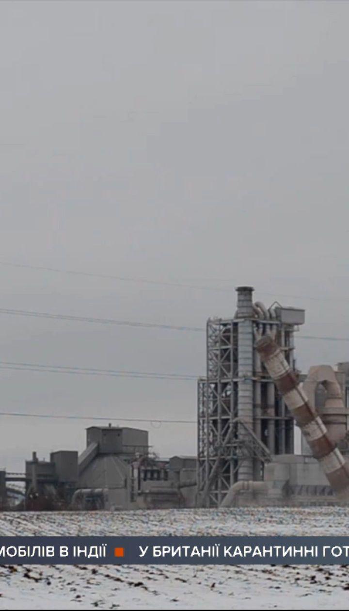 Громкие взрывы в Каменце-Подольском: подорвали трубы действующего цементного завода