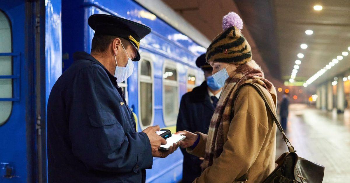 """""""Укрзалізниця"""" призупиняє продаж квитків до Чернівецької і Житомирської областей"""