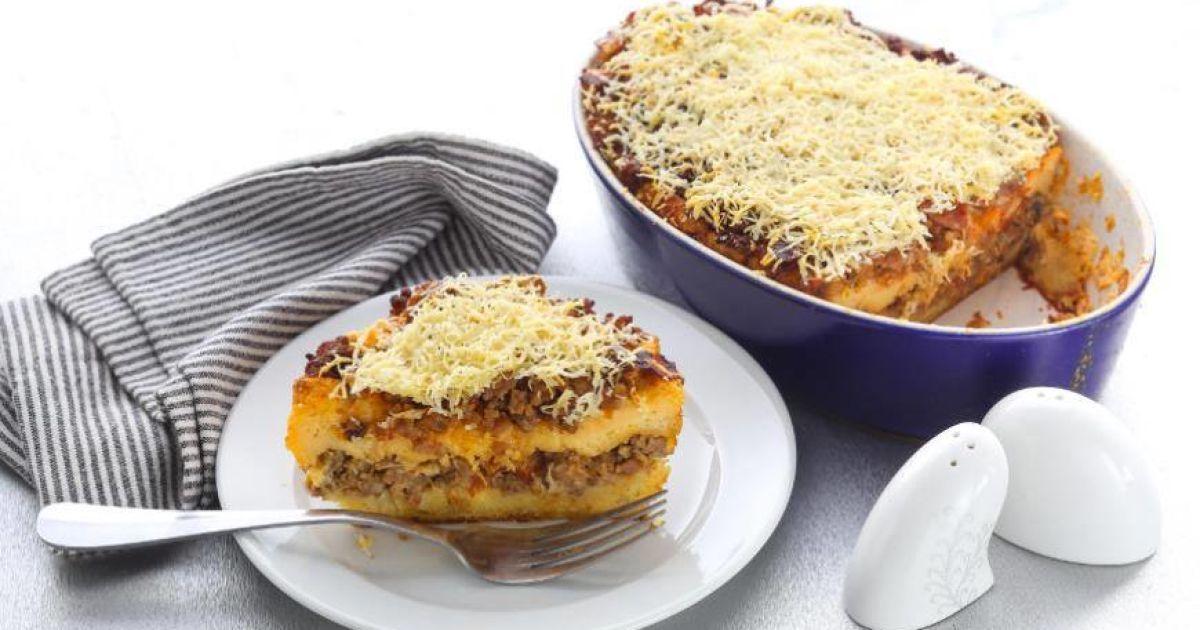 Кассероль: сырный хлебный пудинг с беконом и луком к завтраку