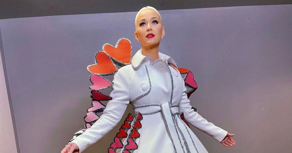 Королева чирви: Кеті Перрі з'явилася на розважальному шоу в дизайнерській сукні