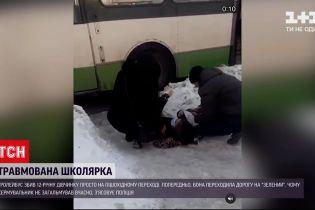 Новини України: у Рівному водій тролейбуса збив школярку на пішохідному переході
