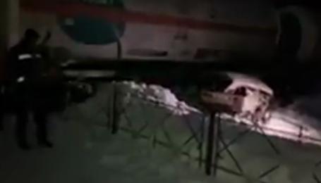 В Киеве поезд снес ВАЗ и протянул человека километр, мужчина погиб: видео