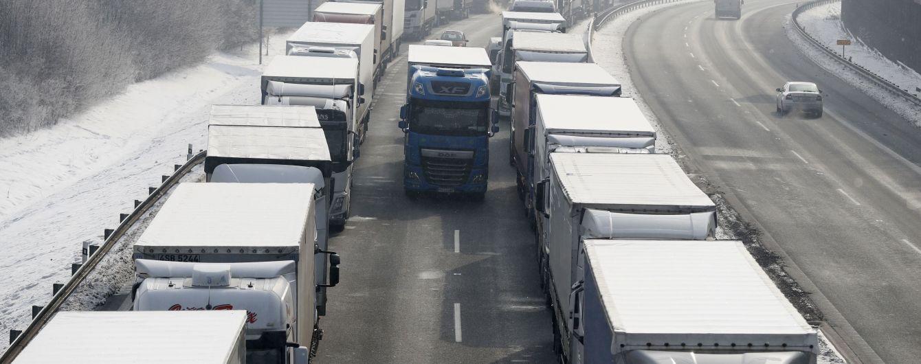 На Прикарпатье до сих пор действуют ограничения на движение грузового транспорта