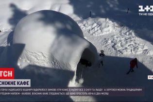 Новини світу: в горах в Індії відкрили зимове кафе, побудоване зі снігу та криги