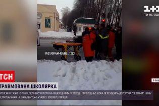 Новини України: у Рівному школярку збив тролейбус просто на зебрі