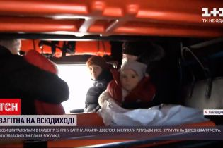 Новини України: спецтехніка ДСНС доправила породіллю до лікарні у Львівській області