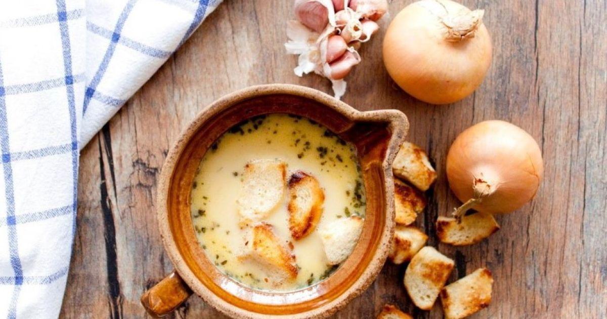 Чешский чесночный суп, который согреет зимним вечером