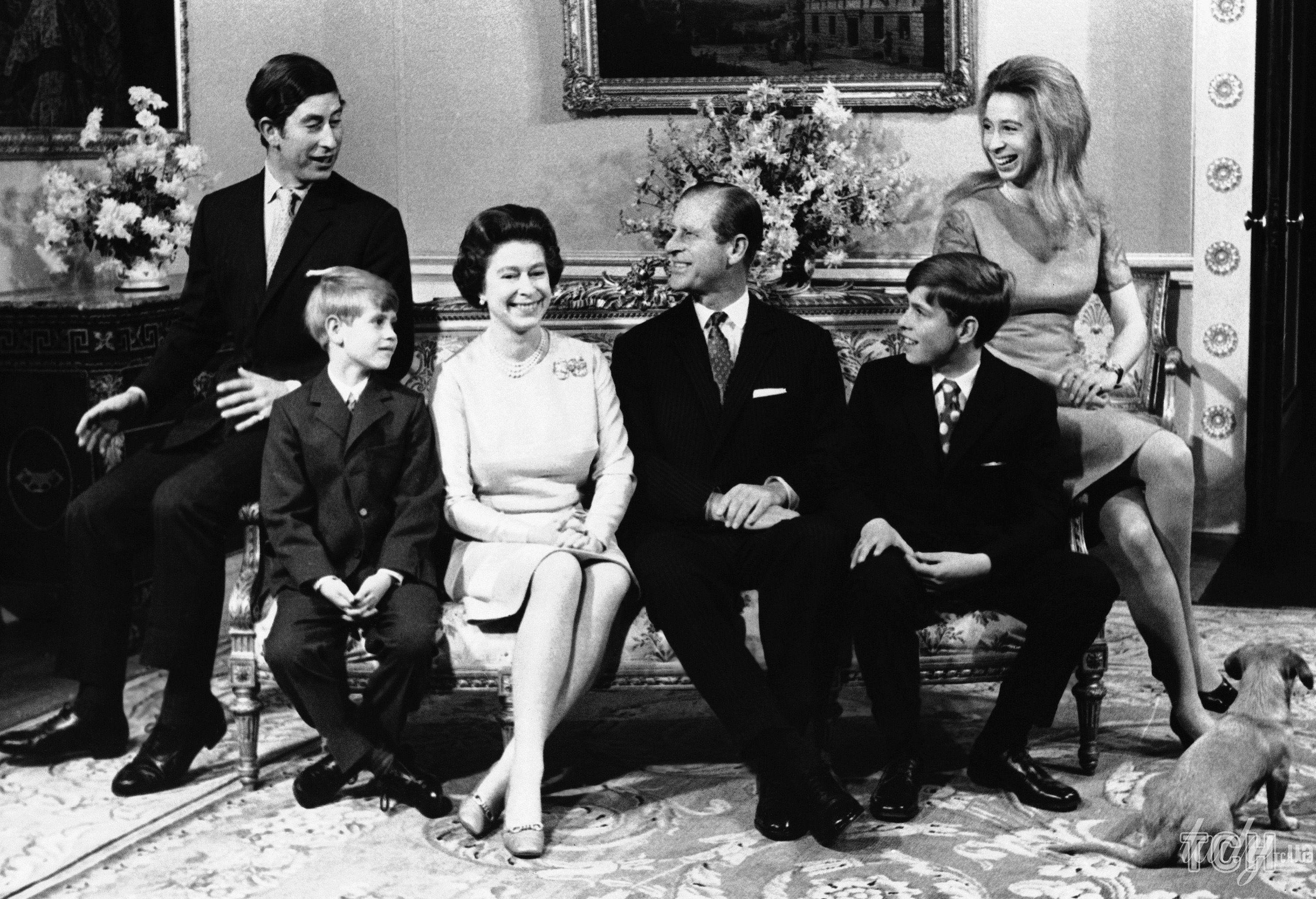 Королева Елизавета II с семьей