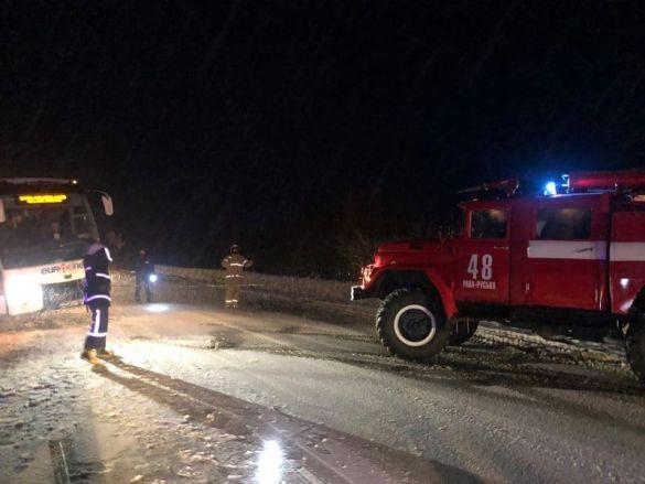 Автобус з'їхав у кювет на Львівщині