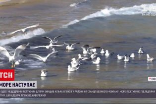 Новости Украины: в Одессе огромные волны уничтожили несколько пляжей