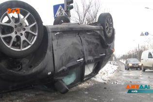 На одному із найбільших перехресть столиці сталася потужна аварія
