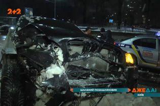 Шалений позашляховик вилетів на тротуар у Києві