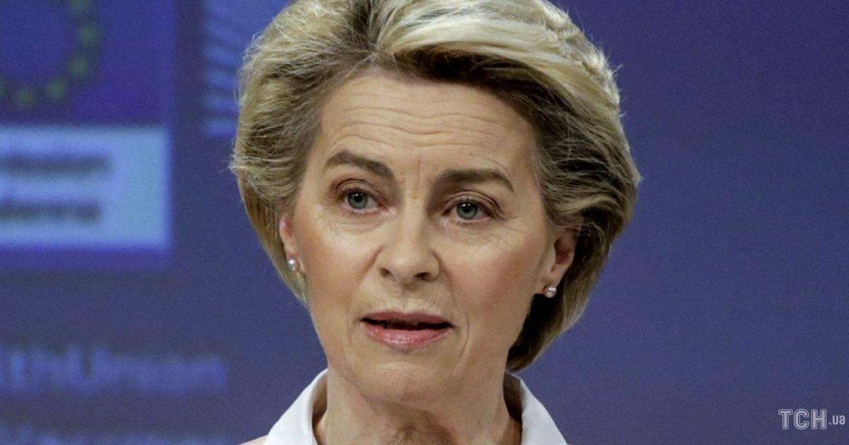 Любит нежные цвета: президент Еврокомиссии в розовом жакете вышла к журналистам