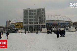 """Новини України: попри сніг та мороз, майже 2 тисячі вболівальників прийшли підтримати """"Динамо"""""""