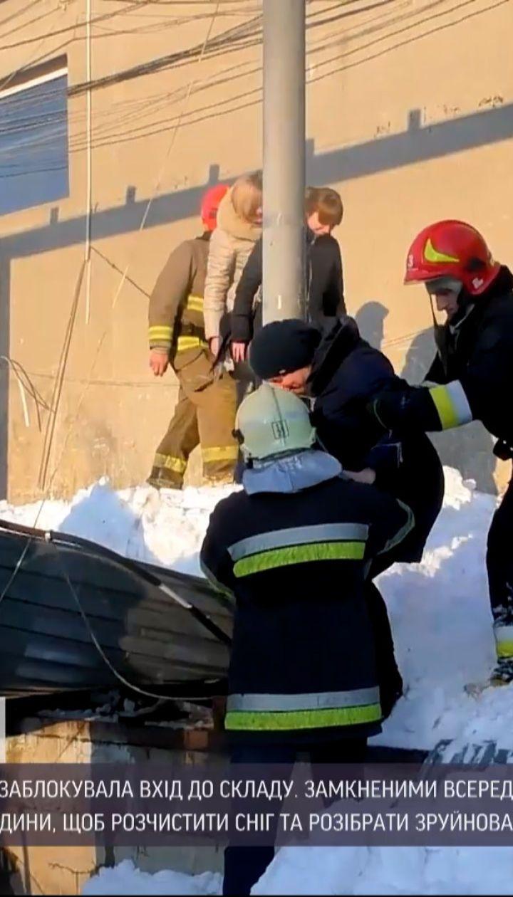Новости Украины: во Львове пристройка не выдержала тяжести снега и обвалилась