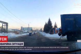 Новости Украины: в Сумах поезд едва не сбил внедорожник на глазах у патрульных