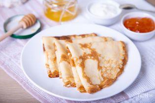 Рецепт млинців з яблуками: просто та смачно