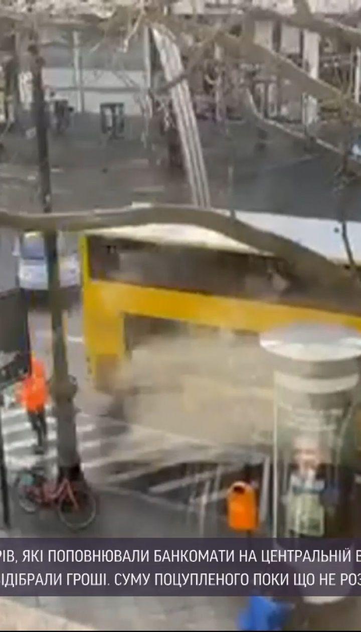 Новини світу: у Берліні посеред дня пограбували інкасаторів