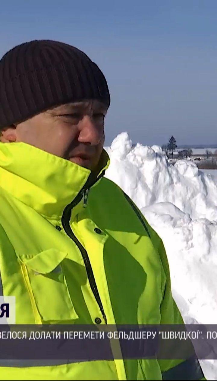 Новости Украины: в Ровенской области медик нес на руках тяжелобольного пациента через снега