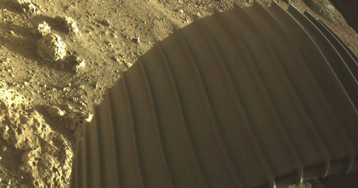 """Марсоход """"Perseverance"""" показал первые цветные фото с Марса"""