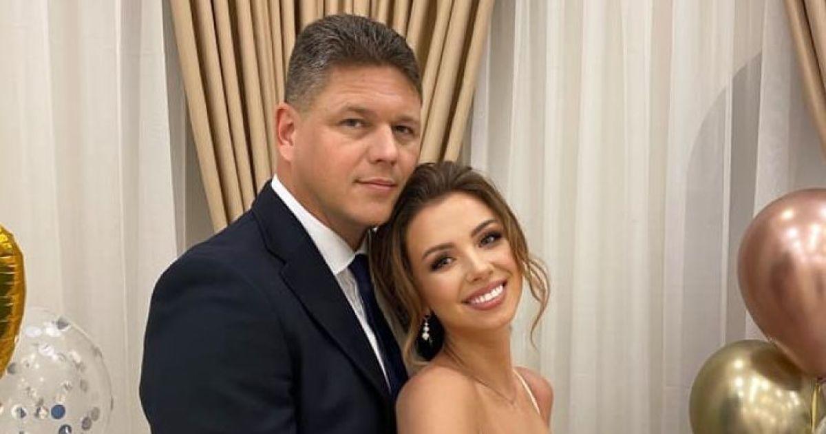 """Настя """"з собачкою з Уханя"""" вийшла заміж за голову Державної міграційної служби"""