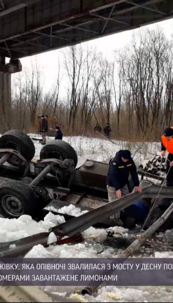Новости Украины: из водоема вблизи Чернигова подняли грузовик, водитель спасти не удалось