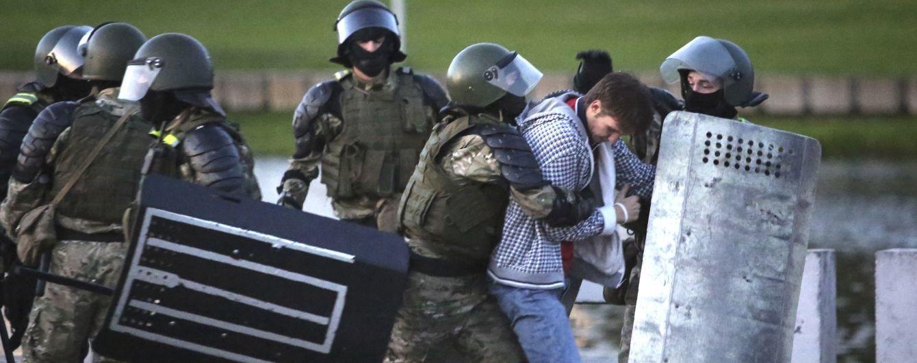 """У Білорусі підлітка засудили за """"коктейль Молотова"""" на протестах"""