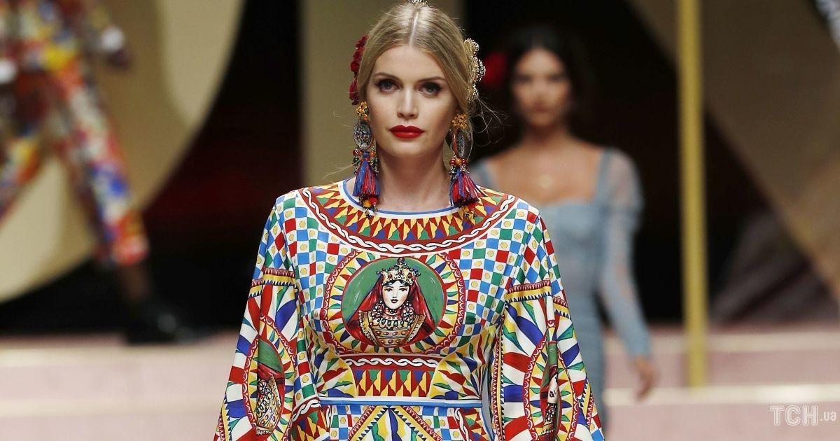 У сукні з глибоким декольте: Кітті Спенсер в захваті від своєї нової ролі в Dolce & Gabbana