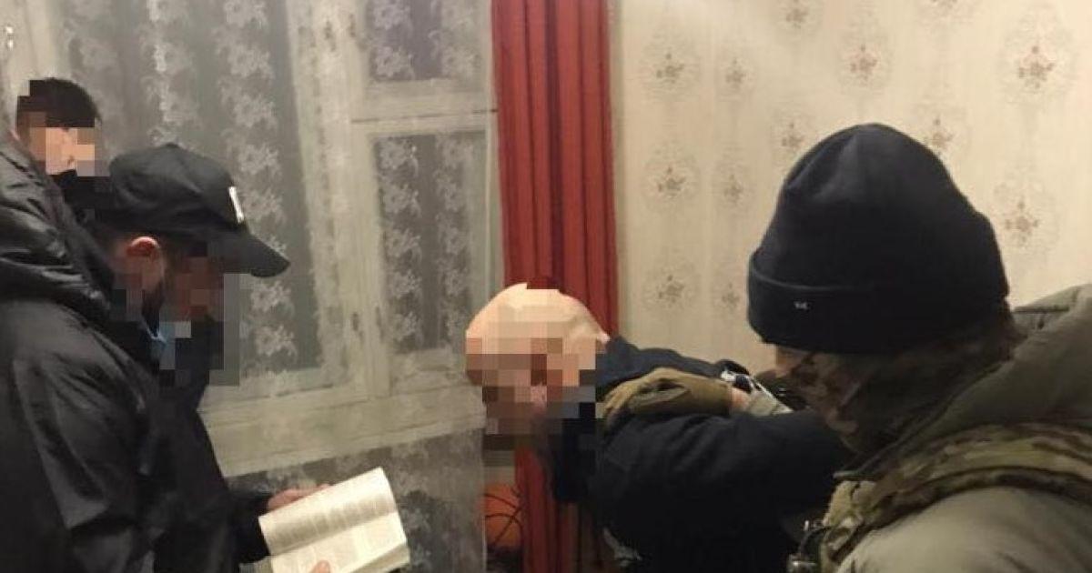 Працівник ДФС передавав секретні дані бойовикам ОРДО: на терористів працювала його дружина
