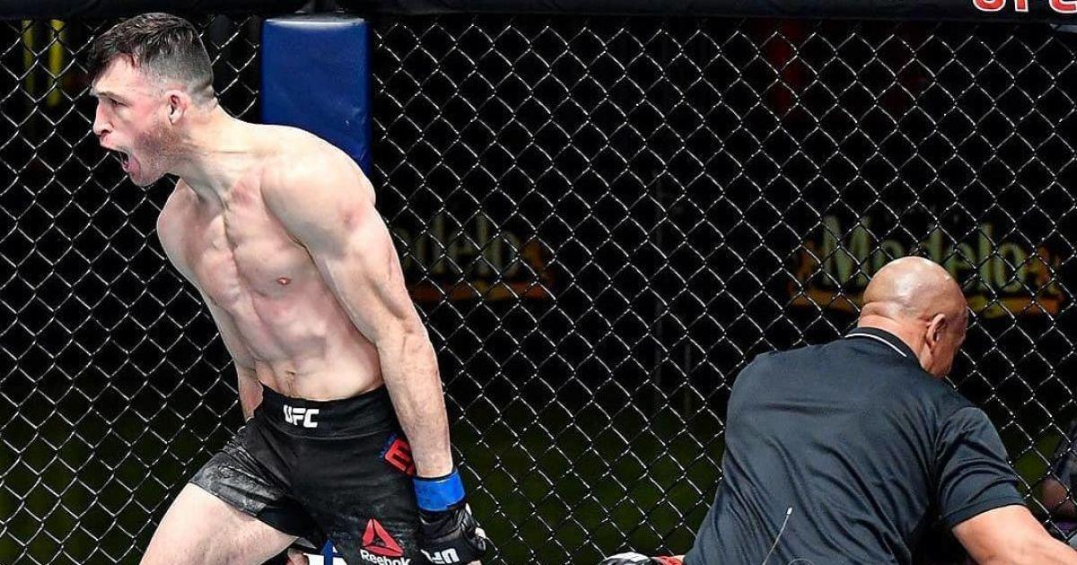 """Коленом в полете: боец UFC за минуту """"вырубил"""" соперника жутким ударом (видео)"""