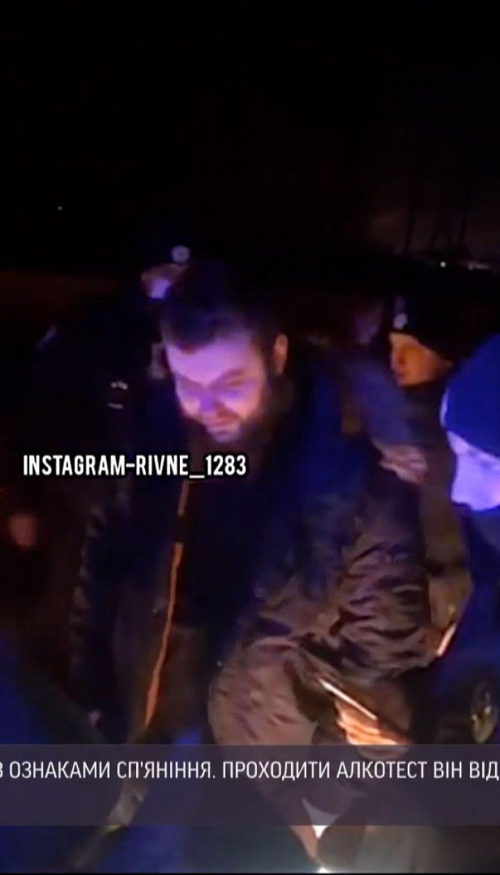 Новини України: у Рівному нетверезий водій кинувся на патрульних, коли ті намагалися його затримати