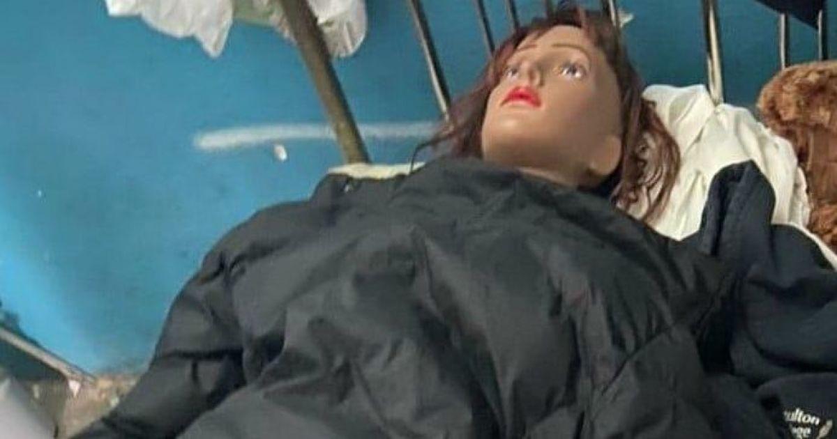 """В Горишних Плавнях копы ехали на вызов по """"насильственному удержанию"""" женщины, которая оказалась манекеном"""