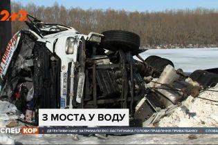 Поблизу Чернігова вантажівка впала з мосту у Десну: водій загинув