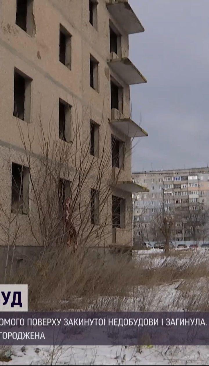 Новини України: у Кропивницькому дівчина загинула, впавши із 7 поверху довгобуду