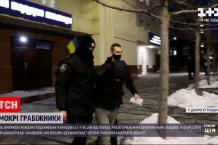 Новини України: у Дніпропетровській області грабіжники стрибнули у річку, аби втекти від копів