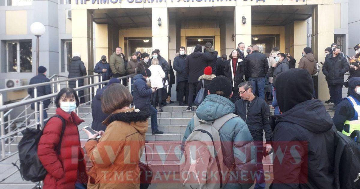 В Одессе объявили приговор Стерненко: под судом начались столкновения активистов с полицией (видео)