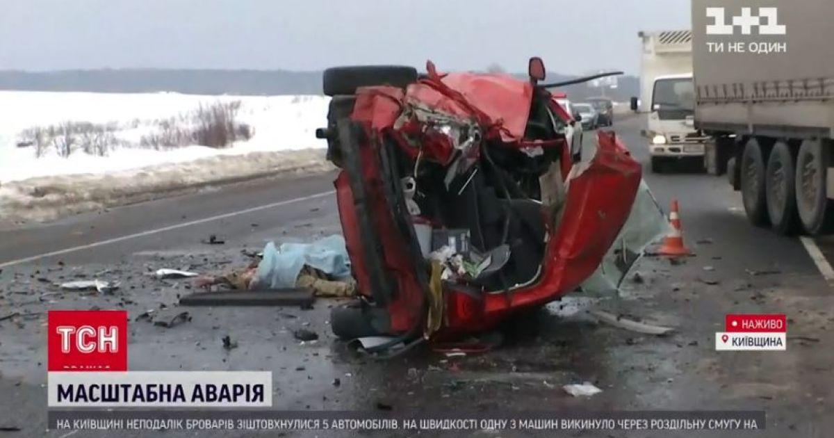 В Сети появилось видео аварии с пятью авто: среди погибших - военный