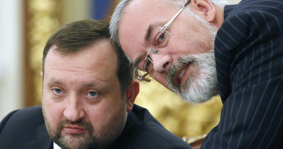 Евросоюз официально снял санкции с Арбузова и Табачника: в списке осталось только 8 человек