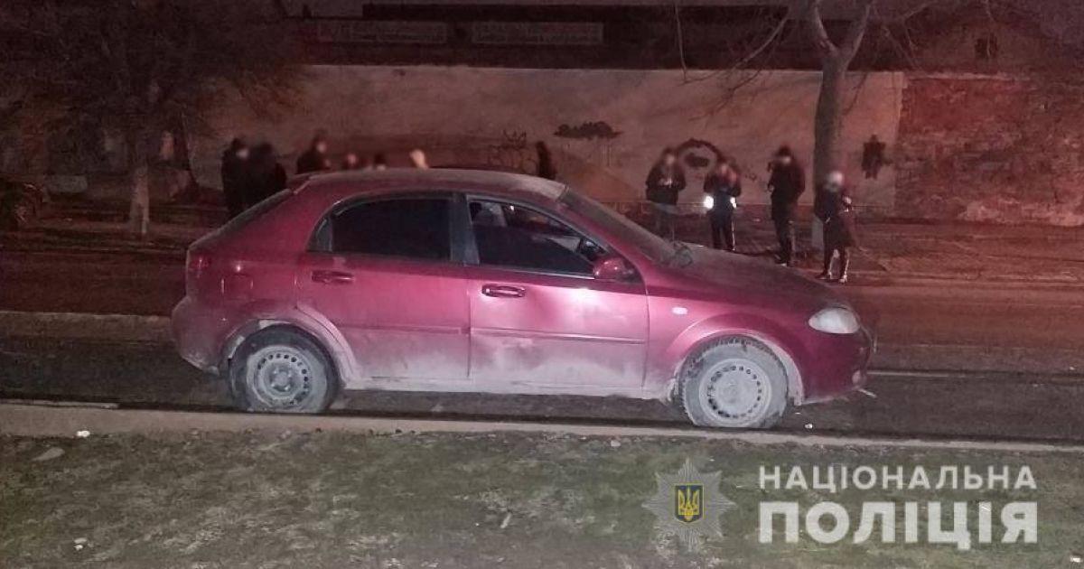 В Одессе с ножом напали на таксиста: один из злоумышленников скрылся на автомобиле пострадавшего