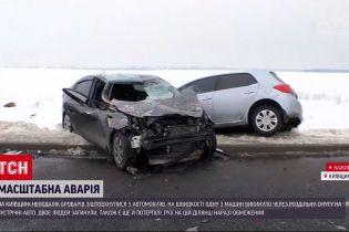 Новини України: у Київській області зіткнулися 5 автомобілів, двоє людей загинуло