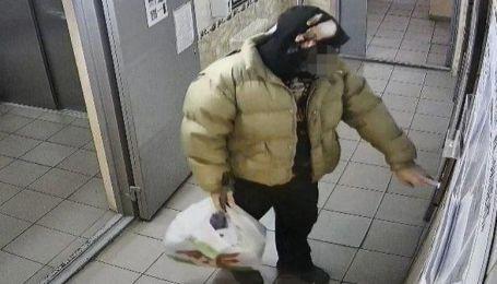 В Киеве уборщик вынес из квартиры более полумиллиона гривен