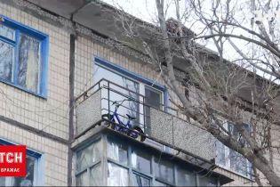 Новости Украины: 10-летний мальчик выпал с 5 этажа, а его отец даже не заметил исчезновения сына